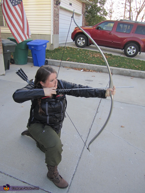 Ready to shoot the bow, Katniss Everdeen Costume