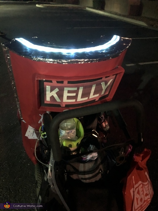 It's Kelly, Kelly Clarkson in her Voice Chair Costume