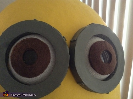 Close up of his eyes, Kevin the Minion Costume