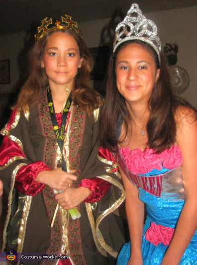 Here's Khaleigh with her sister Jordan. You BOTH look LOVELY!!!. Medieval Queen - Homemade costumes for girls