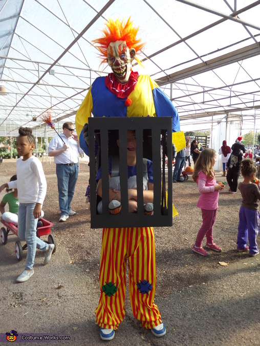 Killer Clown captures Boy Costume