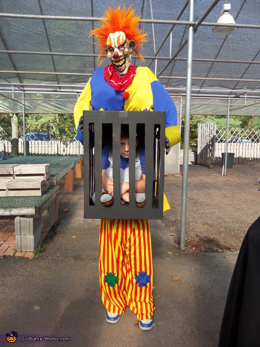 Killer clown captures boy!, Killer Clown captures Boy Costume