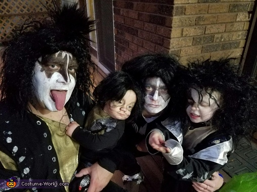 Up close faces of kiss, Kiss Costume