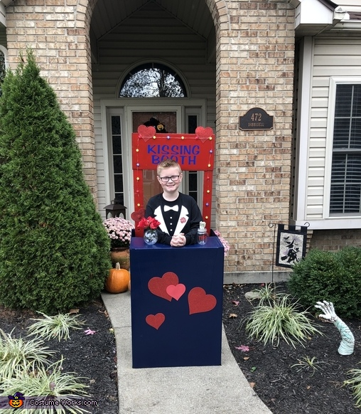 Full Picture Kissing Booth, Kissing Booth Costume