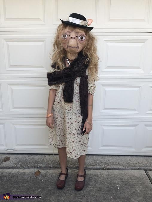 Lady E.T. Costume