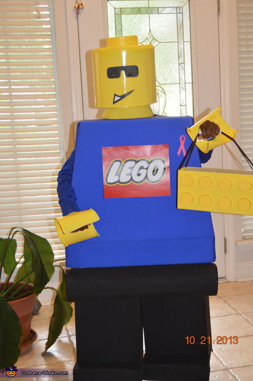 First time with it on, including his custom treat-or-treat brick, Lego Minifigure Costume