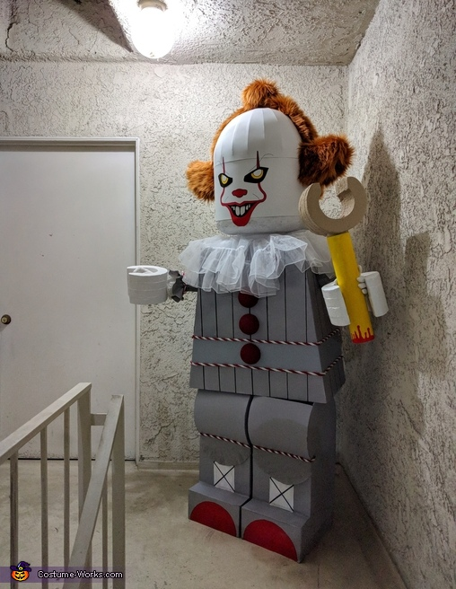 Pennywise angle 2, Lego Pennywise Costume