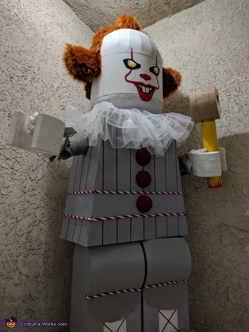 Pennywise angle 3, Lego Pennywise Costume