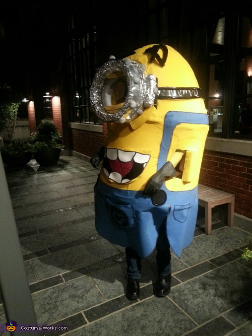 Minion 3/4 View, Light up Minion Costume