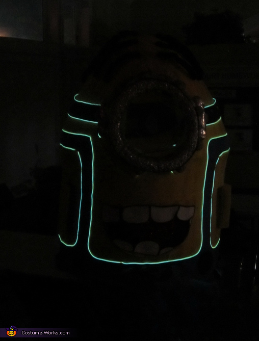 Minion w/ Lights Front View, Light up Minion Costume
