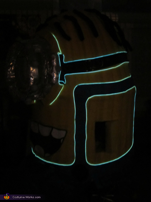 Minion w/ Lights Side View, Light up Minion Costume