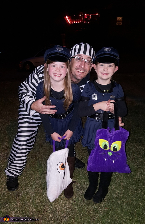 Little girl thief, Lil Cops and Jailbirds Costume