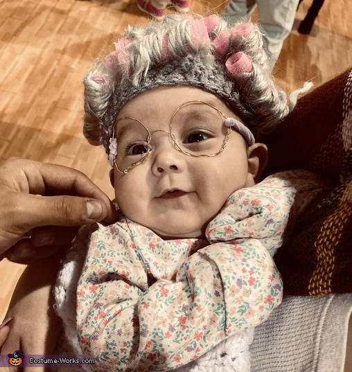 Granny pretending to know what's going on, Lil ole' Granny Costume