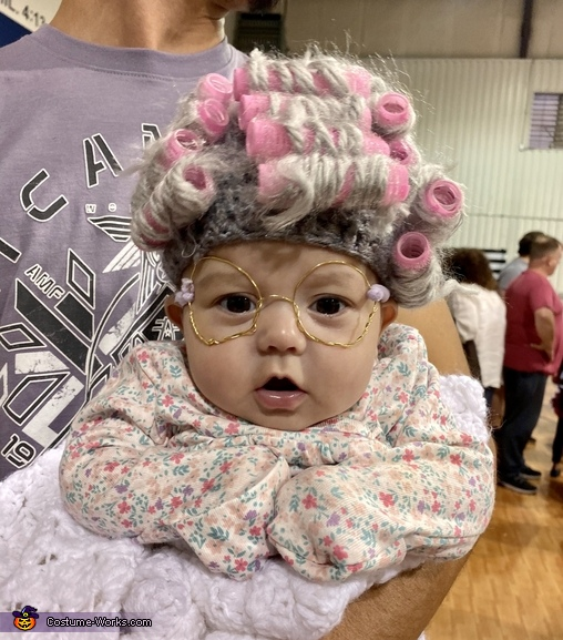 Granny trying to figure out what's going on, Lil ole' Granny Costume