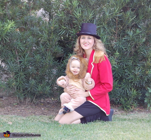 Momma tamer and lion, Lion Tamer Family Costume