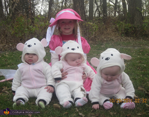 Little Bo Peep and her Little Sheep Costume  sc 1 st  Costume Works & Little Bo Peep and her Little Sheep Costume Idea for Kids