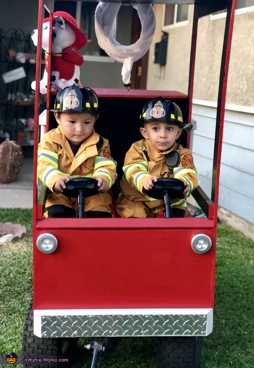 Let's save people, Little Fire Fighters Costume