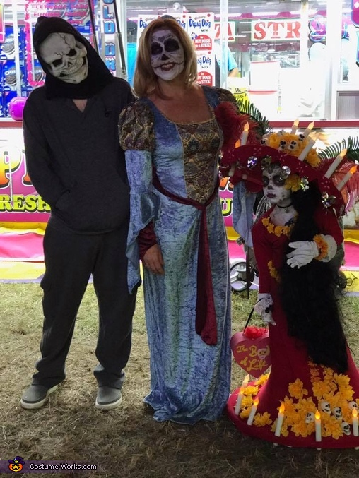 With cousin Drew and Auntie Jen, Lucy as La Muerte Costume