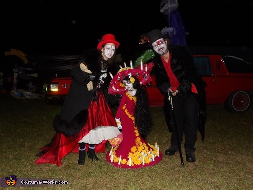 Lucy with Cyntrella and Dr Giggles, Lucy as La Muerte Costume