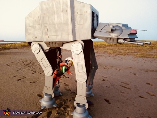 Luke grappling under the walker, Luke Skywalker and AT-AT Costume