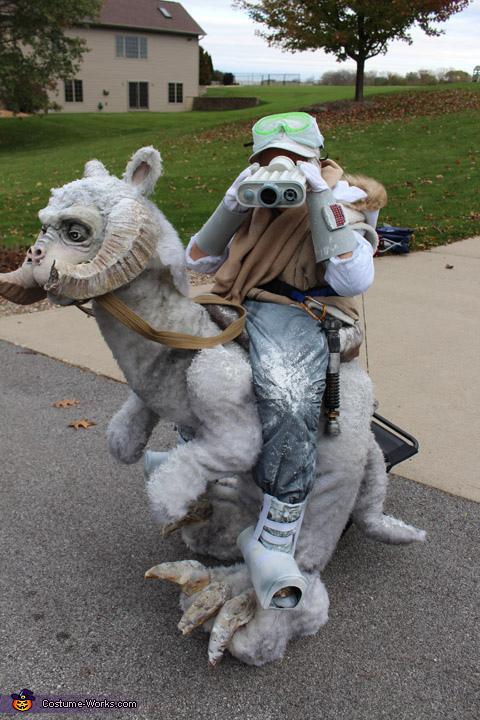 Showing off accessories, Luke Skywalker on Tauntaun Costume