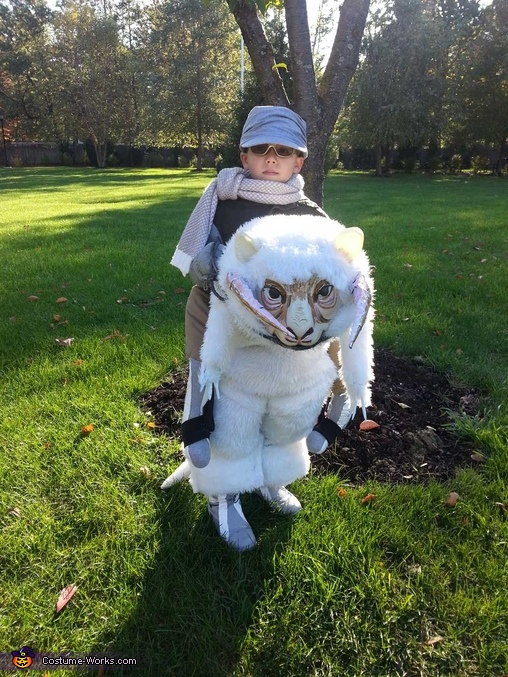 Front view, Luke Skywalker riding a Tauntaun Costume