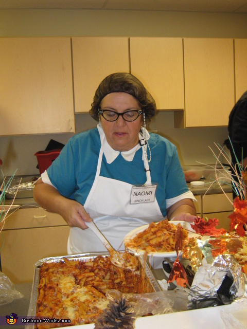 Lunch Lady 'dishing' up lunch, Lunch Lady Costume