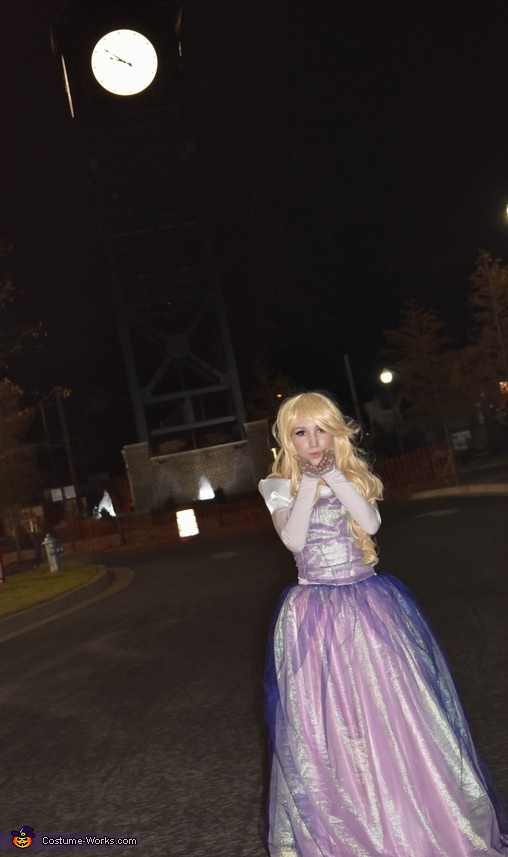 The kiss goodnight, Make it Pink! Make It Blue! Costume