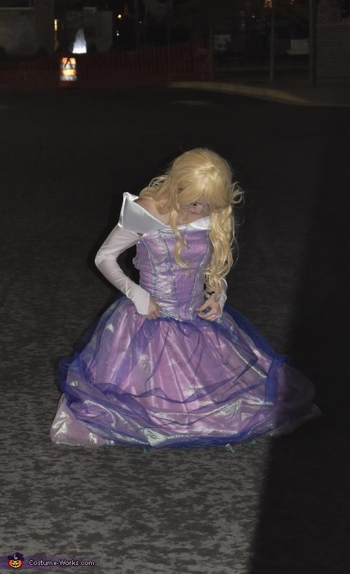 Sitting in a midnight wonderland, Make it Pink! Make It Blue! Costume