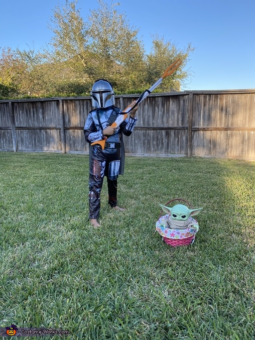 Mandolorian with baby yoda, Mandalorian with Baby Yoda Costume