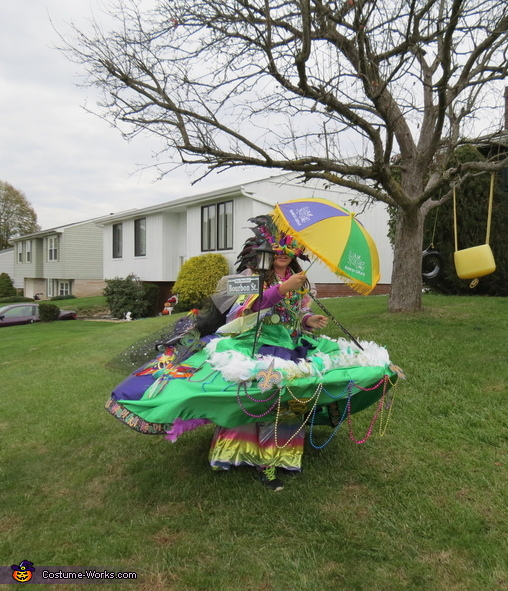 the wind blows her away, Mardi Gras Float Costume