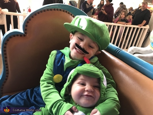 Luigi and Yoshi, Mario Family Costume