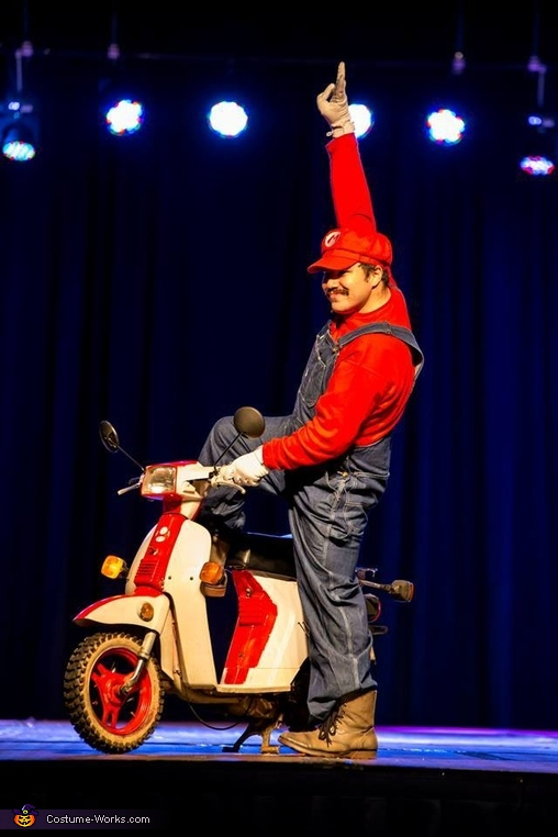 Mario white scooter, Mario Kart Costume