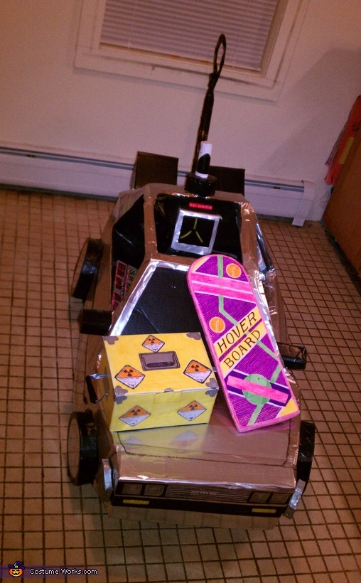 Delorean with the hoverboard and plutoneum box, Back to the Future Marty McFly and DeLorean Costume