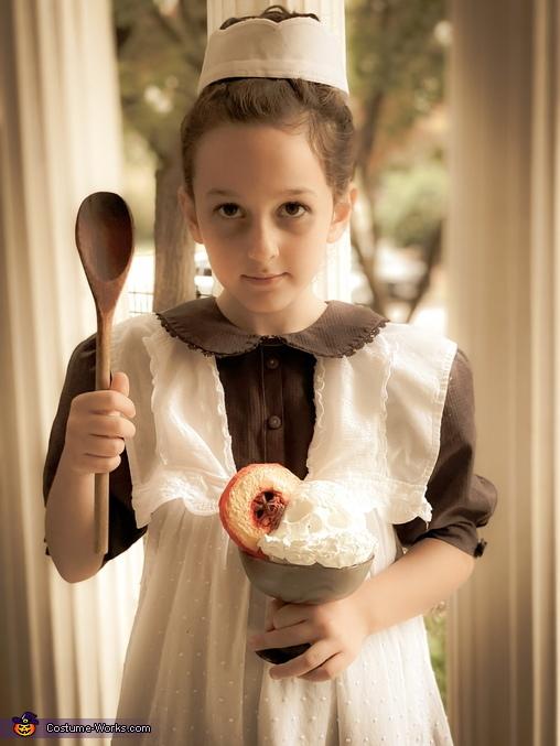 Typhoid Mary with Peaches-n-Scream dessert, Mary Mallon aka Typhoid Mary Costume