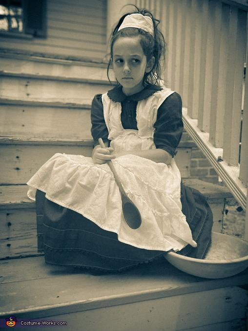 Typhoid Mary on the steps of a house she serves, Mary Mallon aka Typhoid Mary Costume