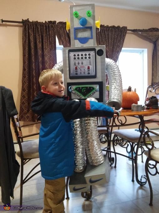 Mason with his costume halloween morning, MAS-O-BOT Costume