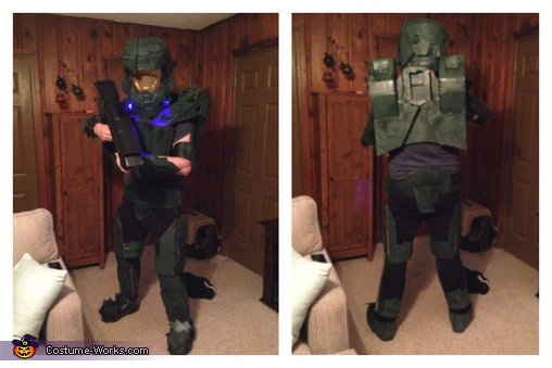 Getting into character a week before Halloween , Master Chief Costume