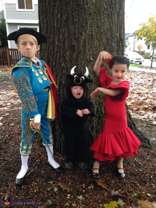 Always tough to get a decent photo of 3 kids at once..., Matador, Bull, & Flamenco Dancer Costume