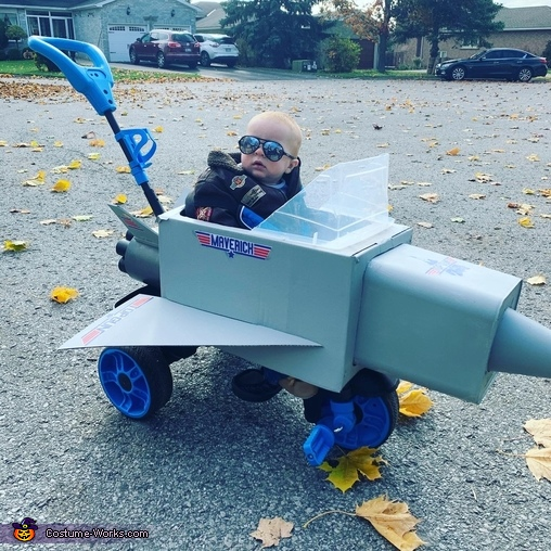 Out for a rip in the fight Jet, Maverick Top Gun Costume