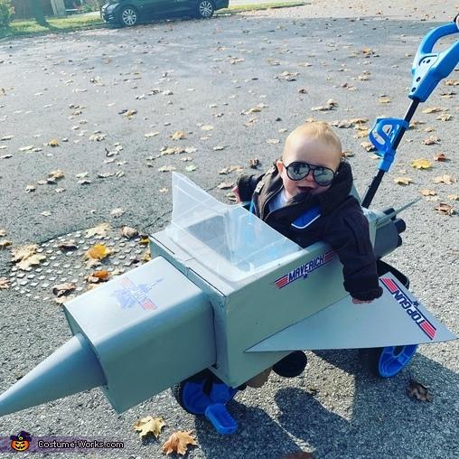 Happy little flier, Maverick Top Gun Costume