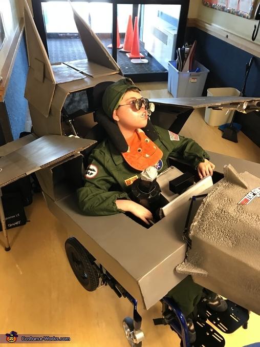 Right view, Maverick Top Gun Pilot Costume