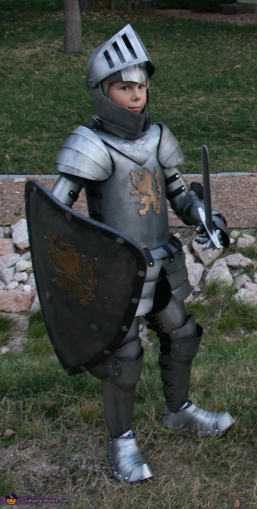 Medieval Knight Suit of Armor Costume