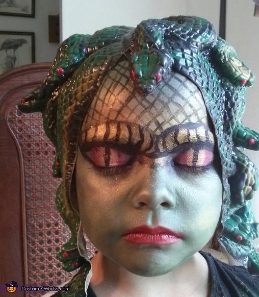 Best Medusa Costume for Girls - Photo 5/10