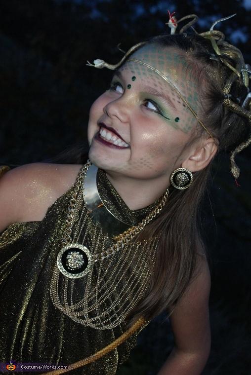 Mesudsa 3, Medusa Costume