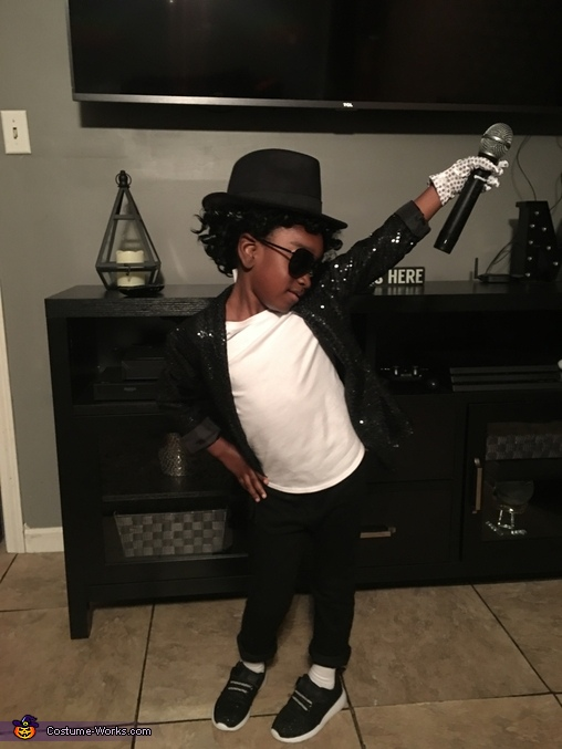 Mic in air pose, Michael Jackson Costume