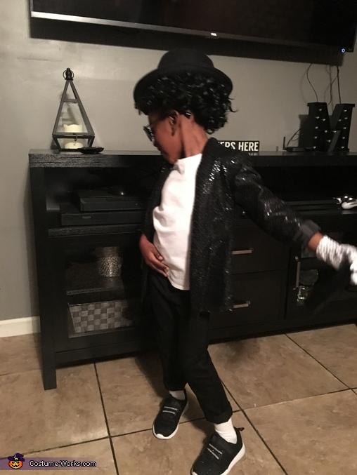 Head turn pose, Michael Jackson Costume
