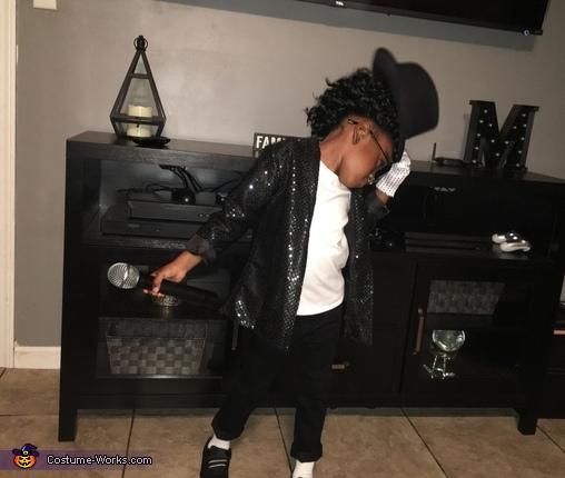 Head tilt with fedora, Michael Jackson Costume