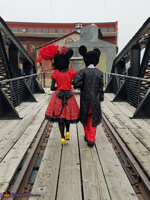 Mickey and Minnie taking a stoll, Mickey and Minnie Costume