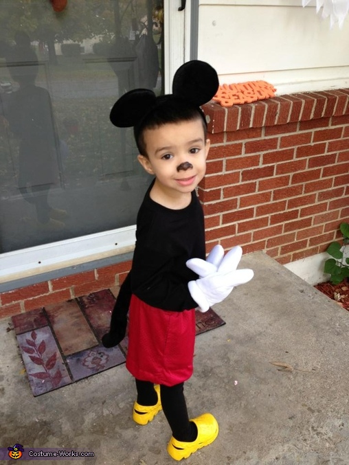 Cutest Mickey Mouse Side View, Mickey Mouse Costume